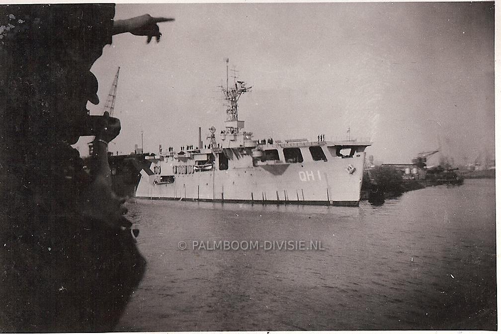 """Juli 1947, passeren van de """"Karel Doorman"""""""
